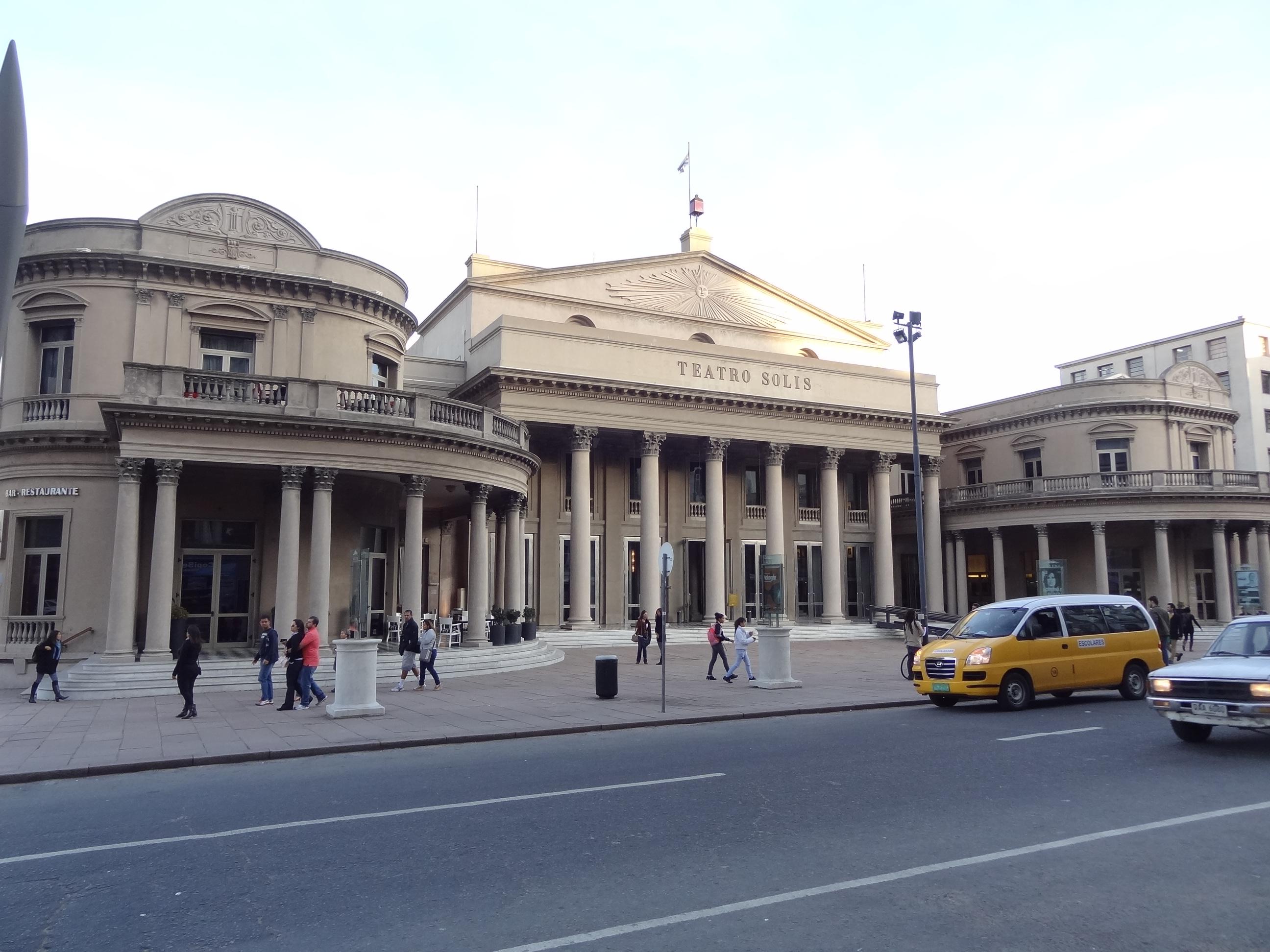 Uruguai-Montevideu-Teatro-Solis-Roteiro-Turismo Montevidéu - Conheça a Capital do Uruguai