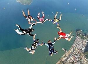 o-que-fazer-no-rio-de-janeiro-paraquedas-300x219 O que fazer no Rio de Janeiro (50 Dicas + Roteiro)