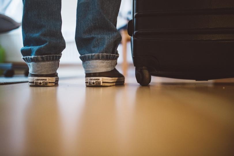 dicas-para-viajar-sozinho-leve-mala-fácil-2 30 Dicas (essenciais) para quem viaja sozinho