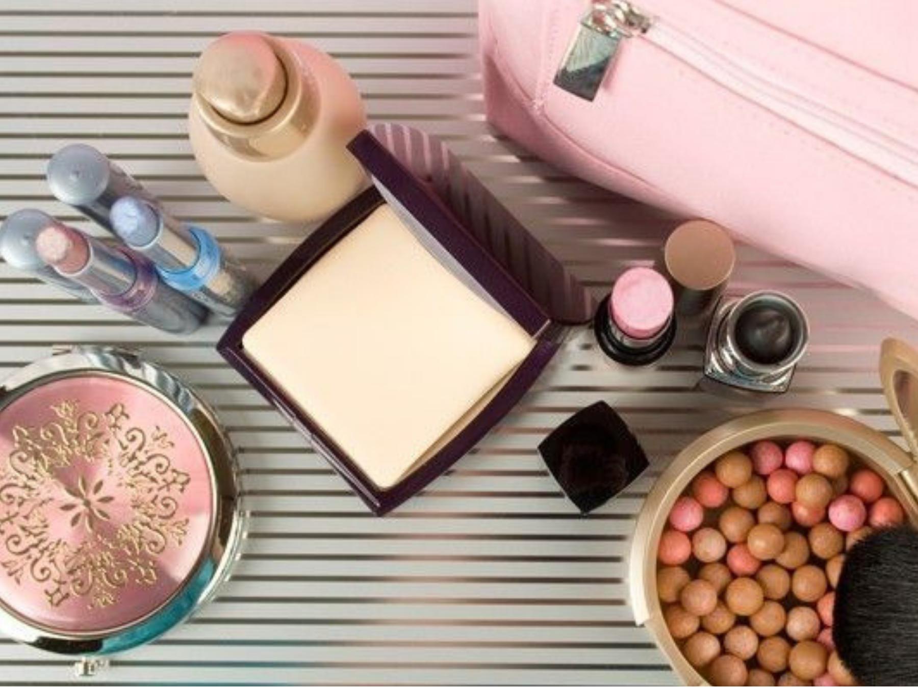 Dicas-para-economizar-espaço-na-necessaire-de-maquiage 7 Dicas para economizar espaço na necessaire de maquiagem de viagem