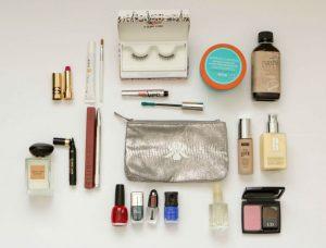 Dicas-para-economizar-espaço-na-necessaire-de-maquiagem-300x228 7 Dicas para economizar espaço na necessaire de maquiagem de viagem